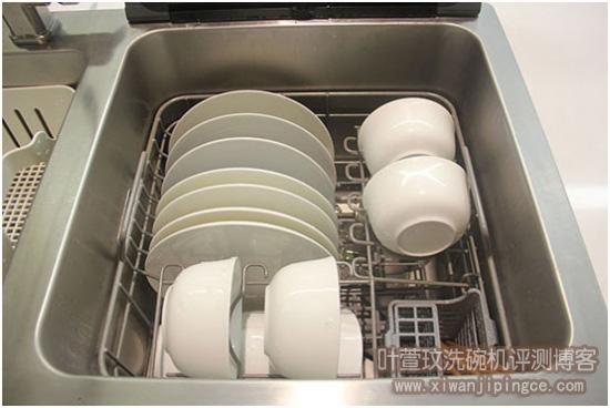 清洗过后的碗碟
