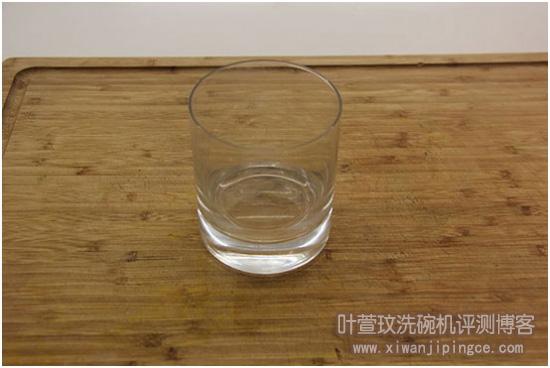 清洗过后的杯子
