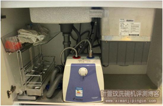 安装好的水槽洗碗机底部状态